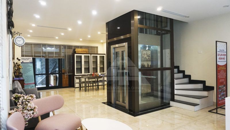Lắp đặt thang máy tại văn phòng công ty du học trong khu đô thị Vinhome